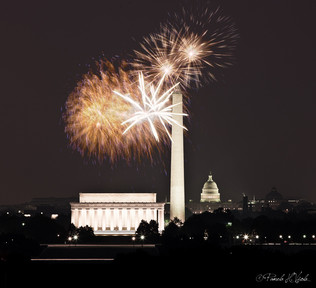 07_jul_20_10_monument_stack_fireworks